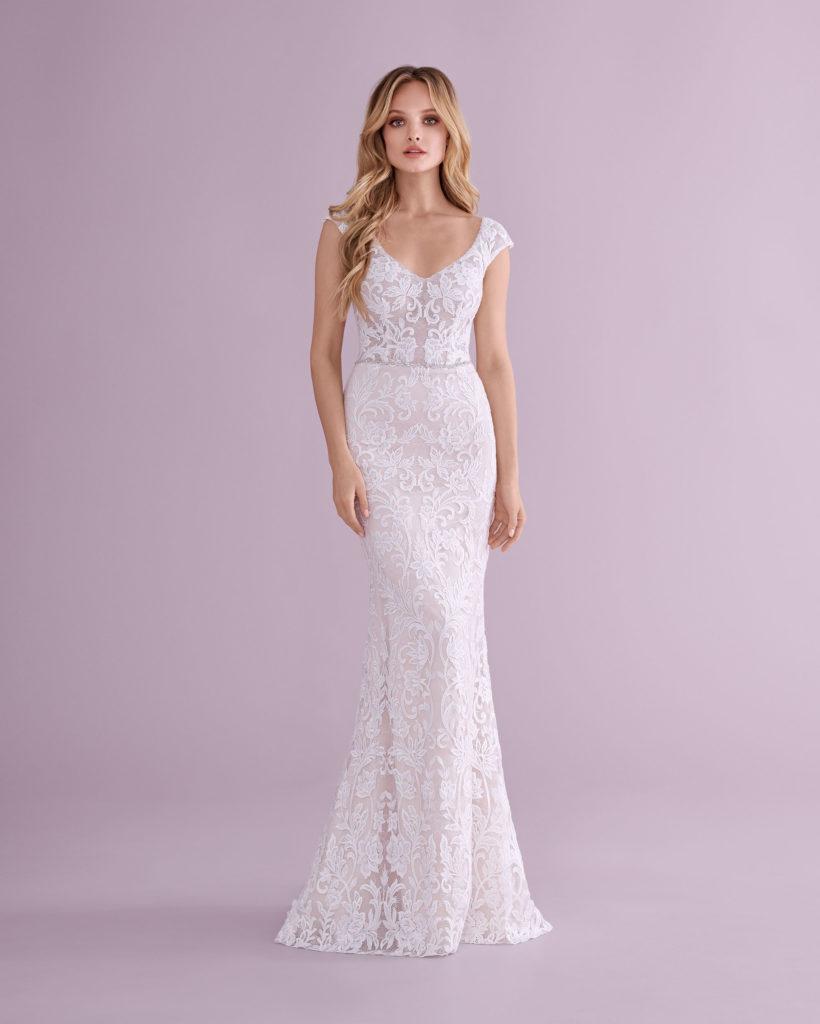 Suknia ślubna dopasowana z trenem Elizabeth Passion model 4587T